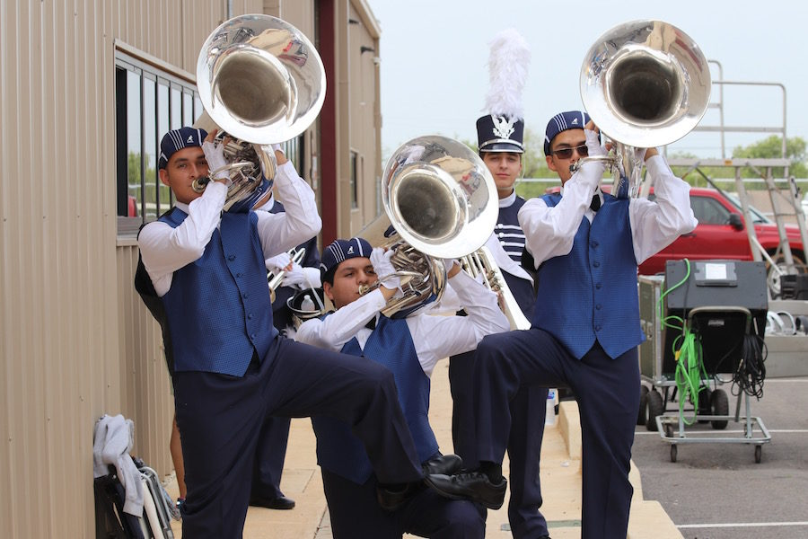 Button Band battles to First Place in Cotulla marching festival