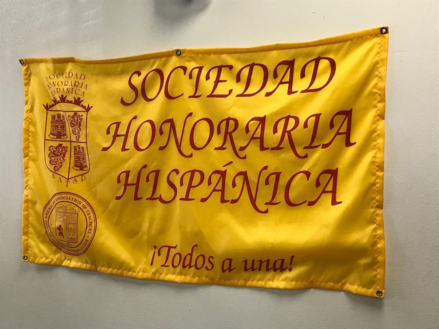 Sociedad Honoraria Hispánica honors inductees