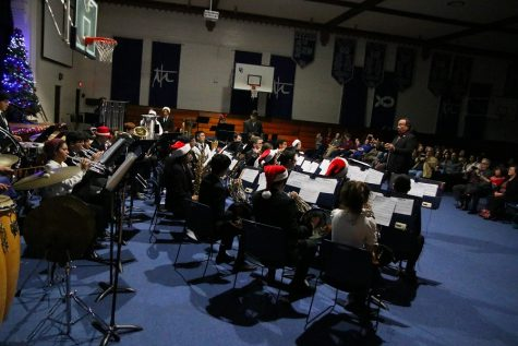 Band brings notes of Christmas to historic gym