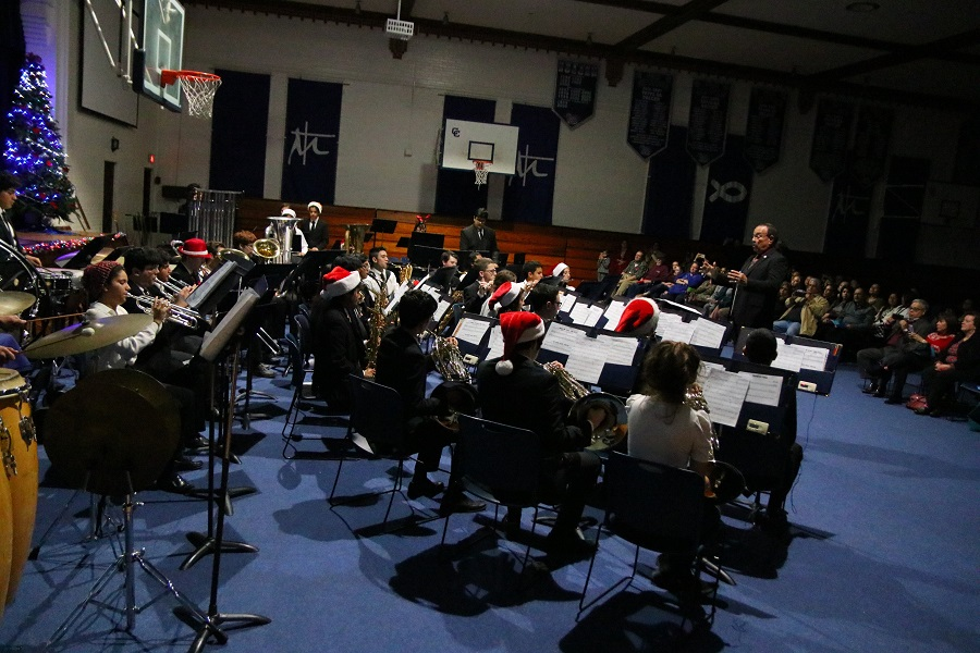 Band+brings+notes+of+Christmas+to+historic+gym
