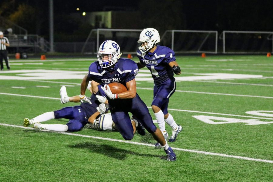 Varsity football delivers big win over Boerne