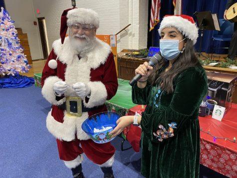 Faculty enjoys annual Christmas gathering